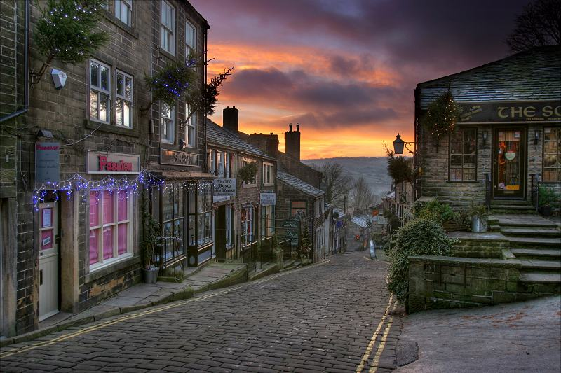 Haworth Main St, sunrise.