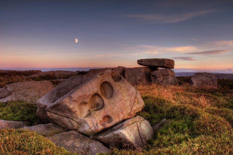 Alcomden stones at dusk