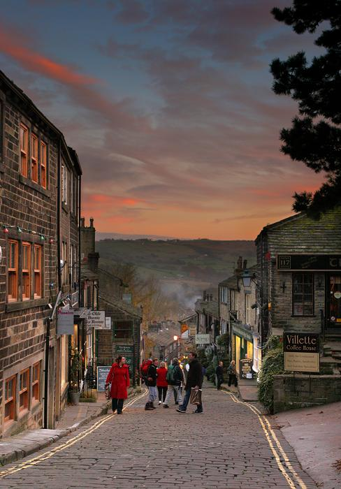 Haworth Main St at dusk