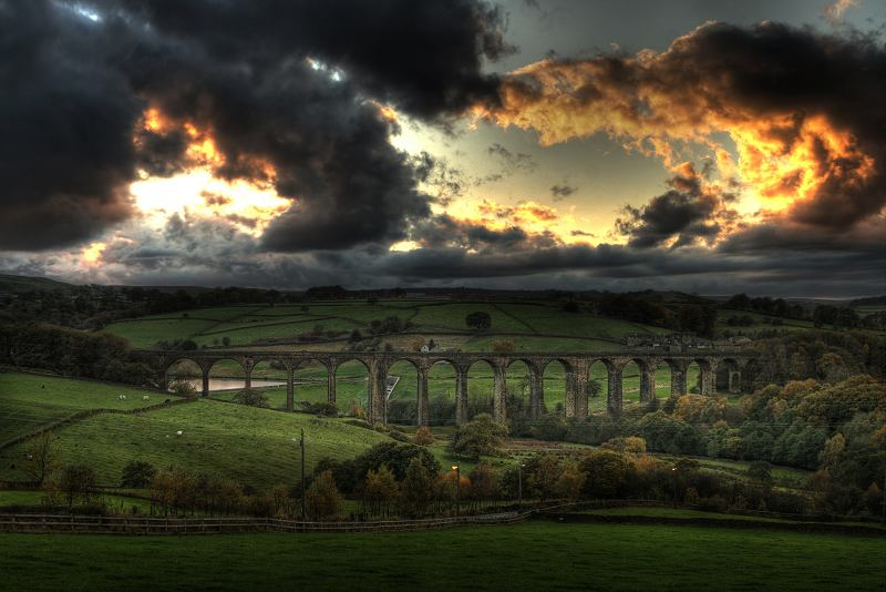 Hewenden Viaduct at dusk
